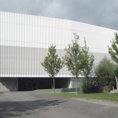 Blick auf die Sporthalle Hardau