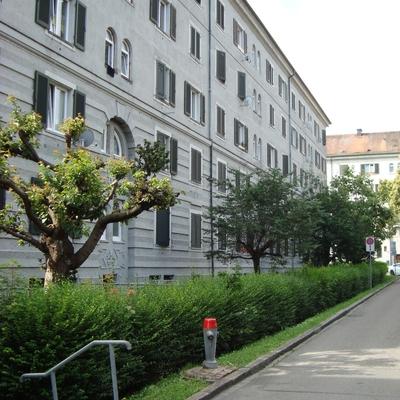 Strassenansicht von der Gugolzstrasse