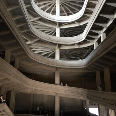 Spiraförmige Rampe der fünfgeschossigen Fabrik