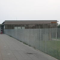 Zaun mit Metallstangen