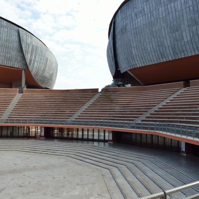 Blick in die Arena mit den Tribünen
