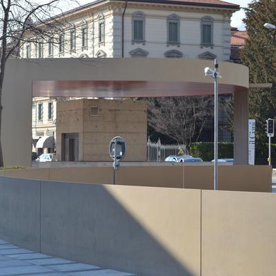 Zugang zu den Parkhäusern mit runden Dach