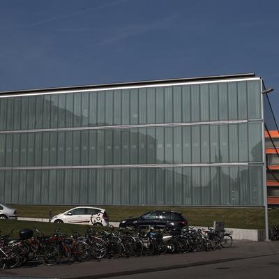 Die Glasfassade von der Spitalstrasse