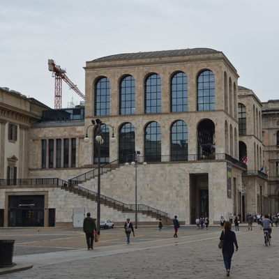 Die Fassade mit Marmorverkleidung zum Piazza Duomo nach der Sanierung