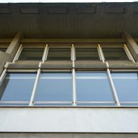 Zurückversetzte Fassadengliederung