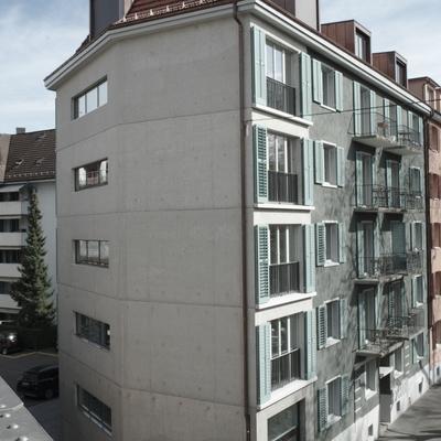 Blick vom Viadukt auf die Fassade Josefstrasse